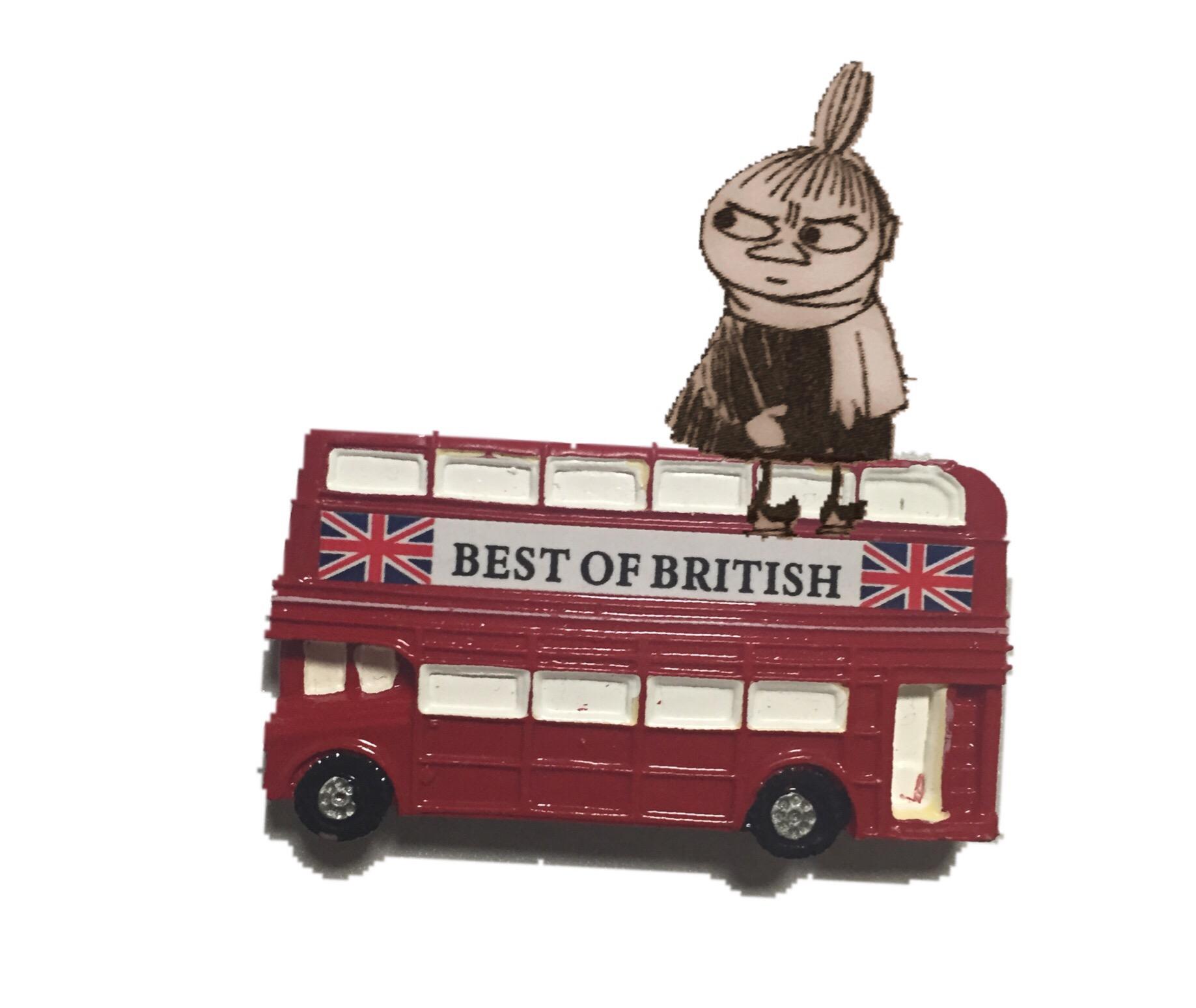 ロンドンバスに座ったミィ